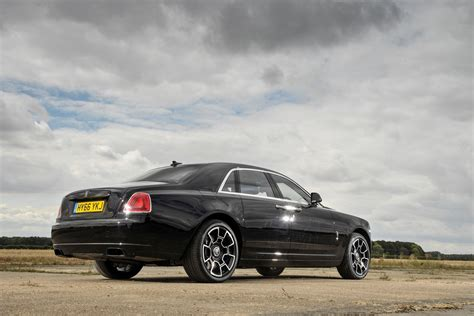 bentley vs rolls royce test bentley flying spur vs rolls royce ghost parkers