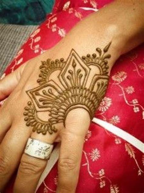 tattoo hashtags copy paste henna designs on pinterest henna mehndi and mehendi