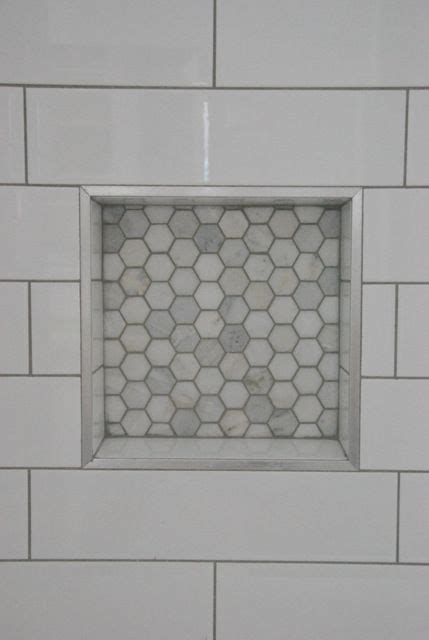 white subway fliesen badezimmer shower design with subway tile and marble tile niche
