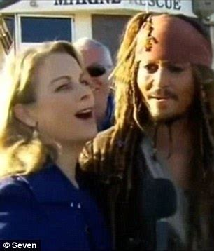 johnny depp wears a wig in public new photo shows sunrise s michelle tapper gets excited when chris