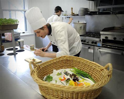 chef cuisiner le chef cuisinier olivier ferry en dans la