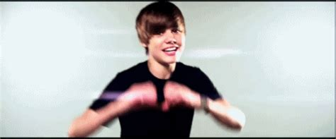 justin bieber love me perevod justin bieber gif find share on giphy