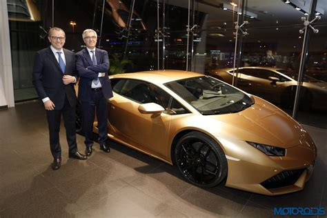 lamborghini showroom lamborghini opens its world s largest showroom in dubai