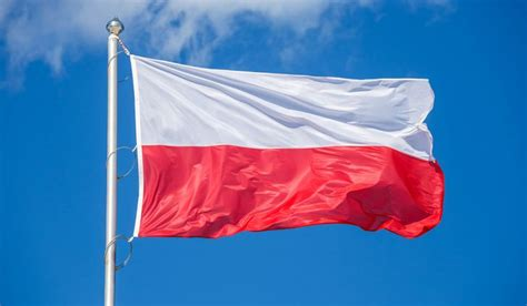 what color is the flag what do the colors and symbols of the flag of poland