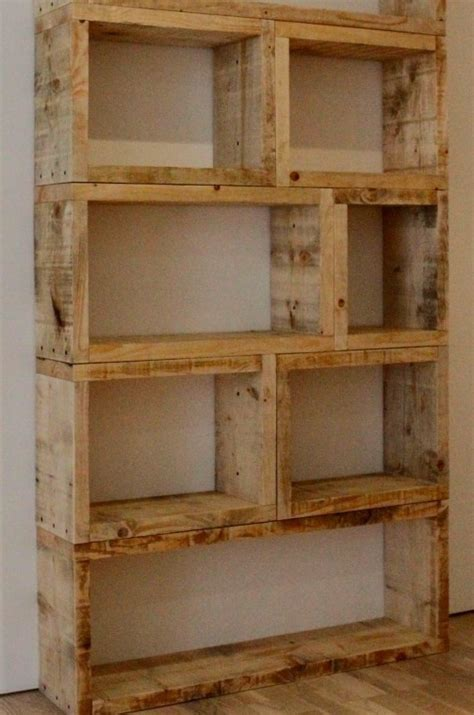 estante de pallet 10 diy 3 diy pallet bookshelf diy home pinterest