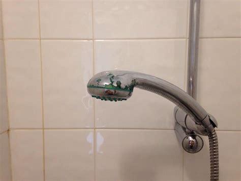 telefono doccia telefono doccia scrostato foto di hotel