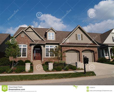 Small Home With Garage Small Home With Garage Royalty Free Stock Photo