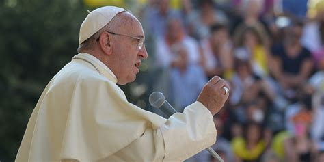 pope francis new year message pope francis to visit mafia stronghold but won t