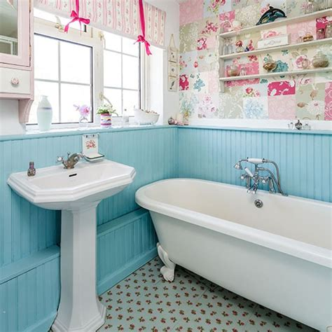 Retro Badezimmer by Country Bathroom With Painted Panelling Bathroom