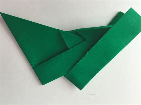 Festive Origami - fold a festive origami wreath craft make