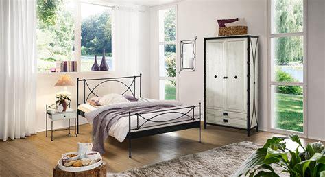 hightech schlafzimmer möbel modernes metallbett in cremewei 223 140x200 cm ordino