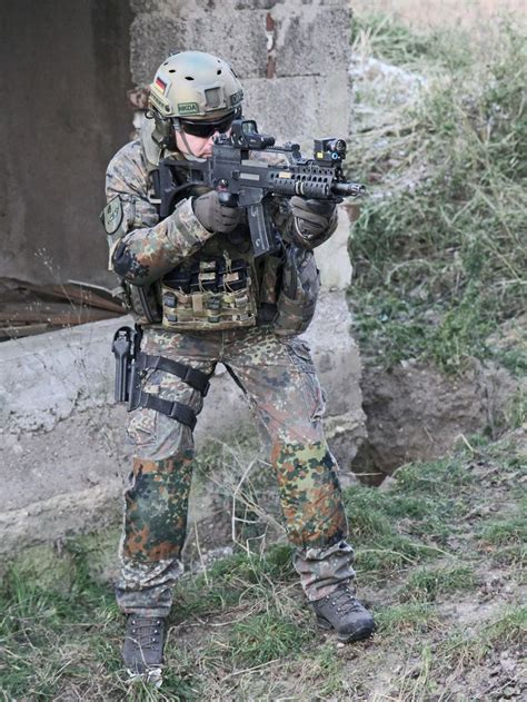 Airsoft Equipment Picture More Detailed Picture About note multicam pouches g36 helmet knee reinforcement