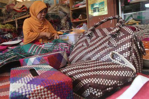 Tikar Rotan Aceh kerajinan anyaman daun pandan