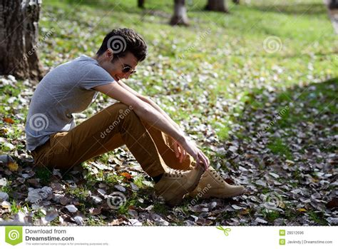 musterbäder bilder attraktiver junger gutaussehender mann baumuster der mode