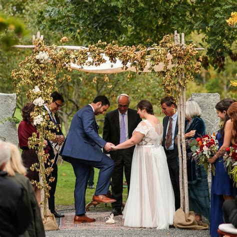 being a guest at a jewish wedding a guide my jewish 10 jewish wedding traditions rituals you need to know