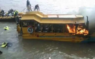 duck boat tours arkansas london duck boat fire caused by foam packed around engine