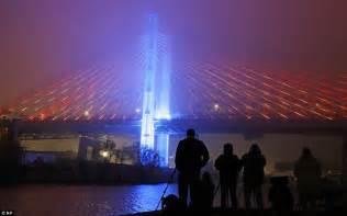 light show nyc kosciuszko bridge opens with a spectacular light show
