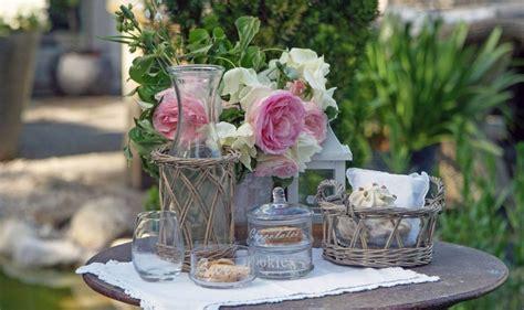 fiori shabby arredare un giardino in stile shabby chic per la primavera