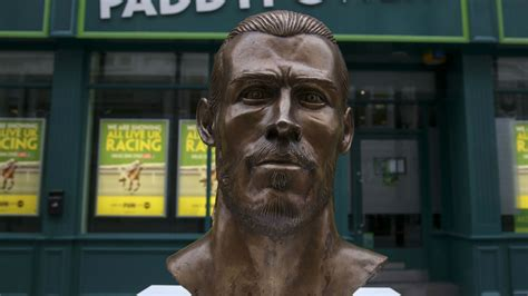 the sculptor ronaldo sculptor back again with gareth bale bust goal