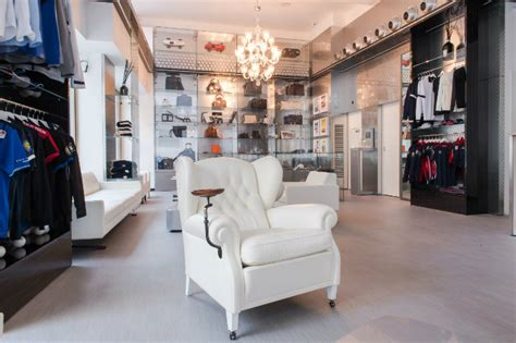 Maserati Store Locator by Maserati Opens Furniture Store In The Of Milan