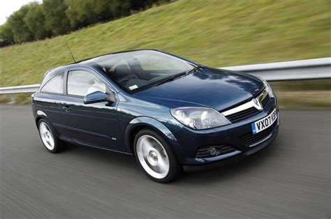 vauxhall astra 2005 vauxhall astra sporthatch 2005 car review honest
