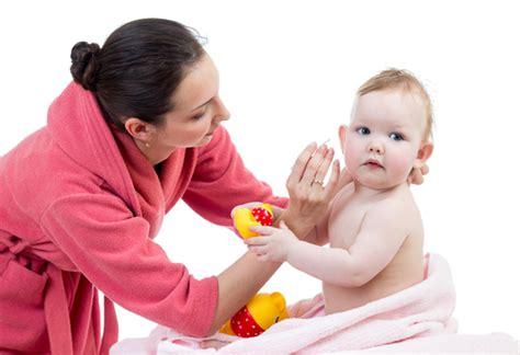Membersihkan Telinga Tht cara membersihkan telinga pada bayi dengan aman dan benar