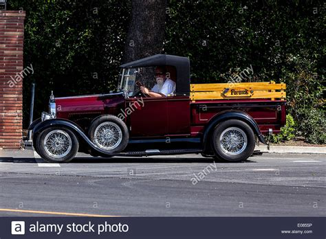photos of hot rod trucks a 1932 ford pickup truck hot rod stock photo 69021170 alamy
