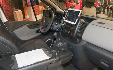 renault van interior renault makes new trafic an office on wheels business vans