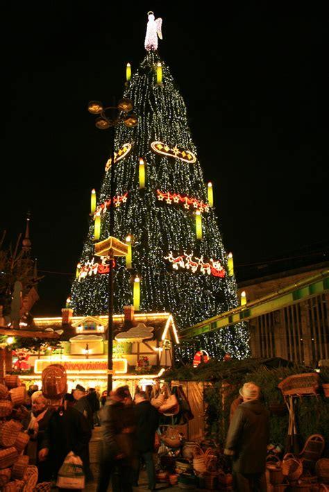 der dortmunder weihnachtsbaum foto bild gratulation