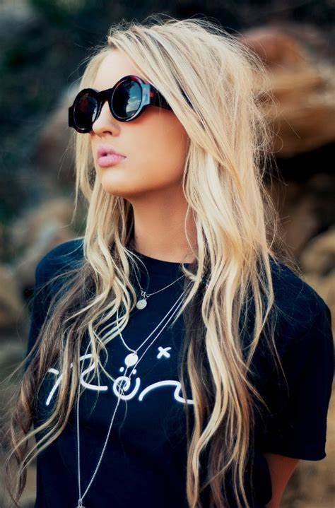long blonde hair with dark low lights girls hair ideas long blonde tousled with beautiful