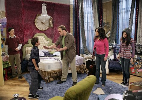 alex russo bedroom alex russos bedroom from wizards of waverly place jpg