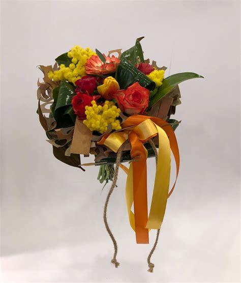 bouquet mimosa e fiori foto bouquet di fiori con mimosa emmeplati