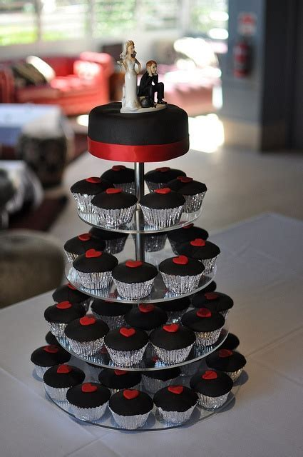30 Red And Black Wedding Decor Ideas   Weddingomania