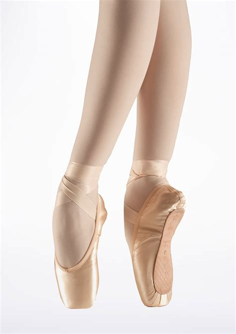 pointe shoes for bloch aspiration s0105l pointe shoe move dancewear 174
