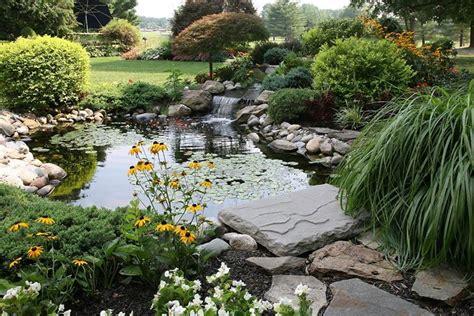 piccolo laghetto in giardino idee per il giardino crea giardino come progettare