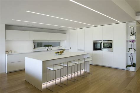 Lighting Ideas For Kitchen Ceiling by Cucina Dal Design Minimale Per Una Casa A Ragusa