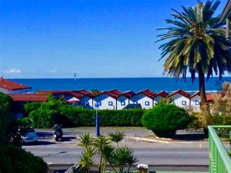 appartamenti fronte mare appartamento fronte mare massa appartamenti ronchi e