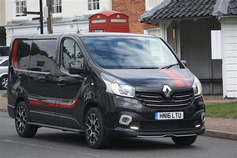 Size Of 3 Car Garage by 2016 Renault Trafic Sport Quick Review