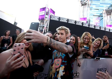 justin fan the who is responsible for justin bieber s fan photo