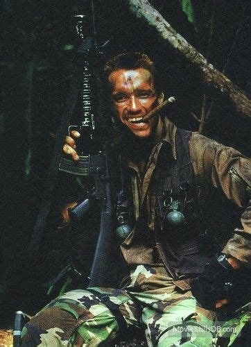 predator promo shot  arnold schwarzenegger