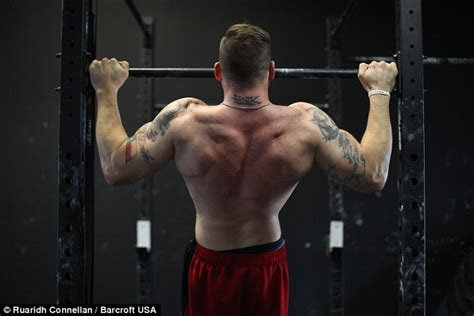 markus ruhl bench press fitness trainer zack ruhl with no legs offers to train