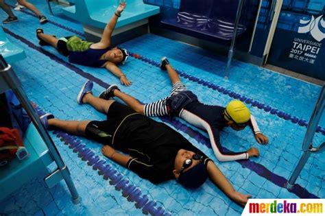 Baju Renang Sport Station foto serunya berenang dan bola di dalam mrt taiwan