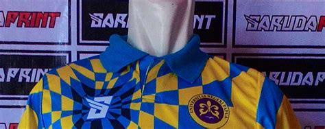 desain kerah lubang leher pembuatan baju futsal vendor model lubang leher desain baju kaos futsal garuda print