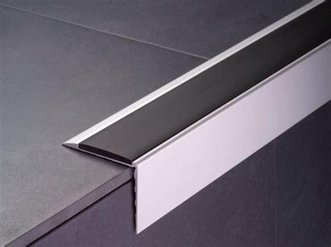 incollare piastrelle su legno profilo antiscivolo per scale scale incollare profilo