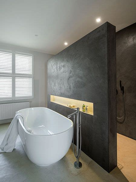 bains cut the layout with the bath in front of the walk in bath