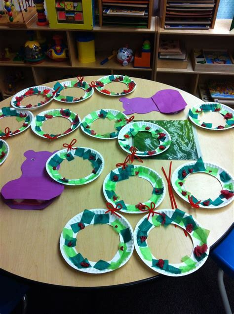 best craft for kindergardener for christmas 1000 ideas about classroom wreath on door hangers wreaths and school wreaths