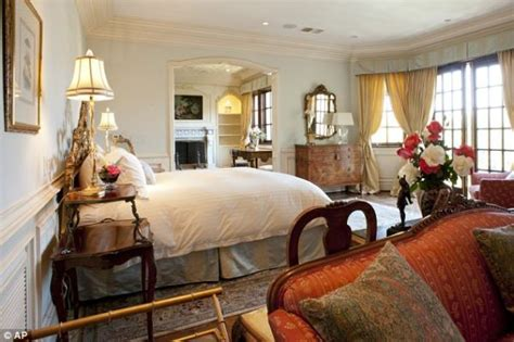 michael jackson bedroom michael jackson s final resting place now up for sale with