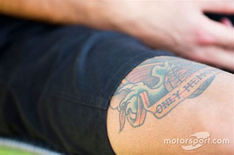 daniel ricciardo red bull racing tattoo on his leg at