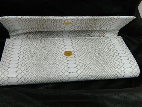 fit fashion fame white snake skin clutch