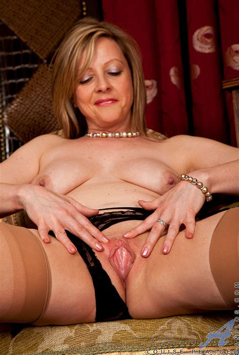 Lovely MILF Louise Pearce Get Undress MILF Fox